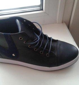 Подрастковые ботинки.