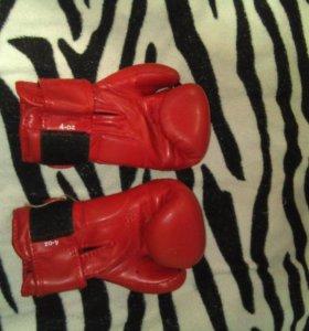 Комплект перчатки и шлем