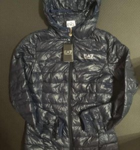 Женская куртка EA7