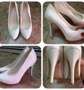 Белые туфли!