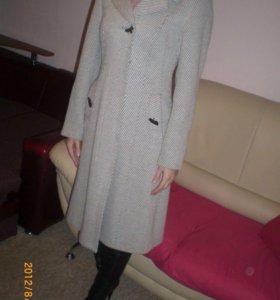 Стильное демисезонное новое пальто р.42-46