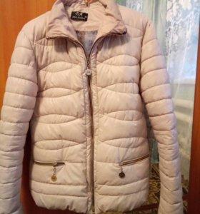 Кремовая курточка,идеал состояние