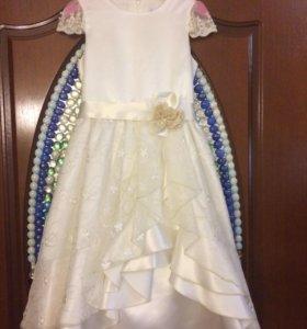 Платье фирмы карамелли.