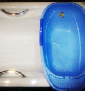 Детская ванна, чепчик и термометр