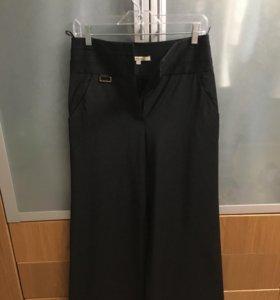 Чёрные брюки клёш с карманами (р 44)