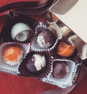 Коробка шоколадных  конфет ручной работы