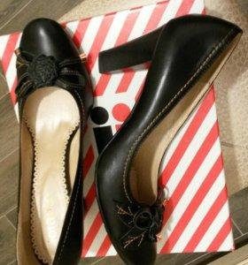 Новые кожанные туфли 40