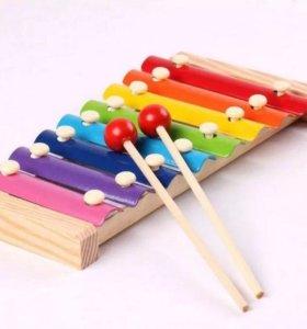 Детская игрушка музыкальный инструмент ксилофон.