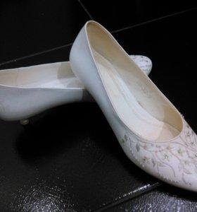 Свадебные туфельки. Р-р 35-36.