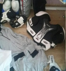 Полная хоккейная экипировка !!!