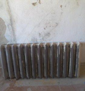 Продам чугунный радиатор б/у (не течет)13 секций