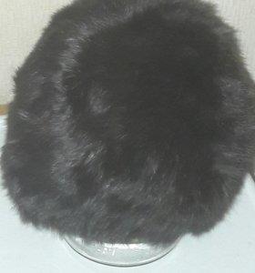 Вязанная кроличья шапка