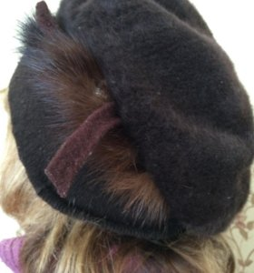 Женская шапка с натуральным мехом