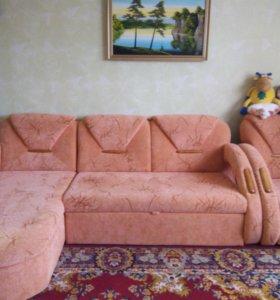 Угловой диван б/у в отличном состоянии