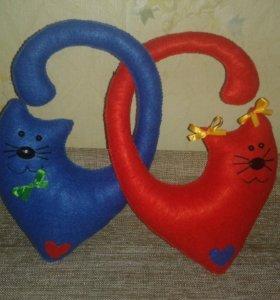Коты сердечки