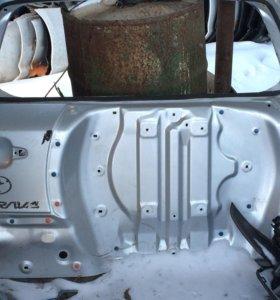 Задняя дверь багажник Тойота рав 4