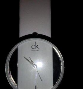 Часы женские новые.