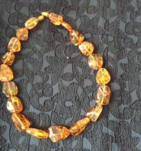 Ожерелье янтарное