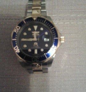 Продаются часы.