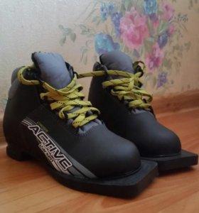 Ботинки лыжные, детские р 31 и 32.