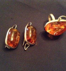 Комплект серьги и кольцо с янтарем