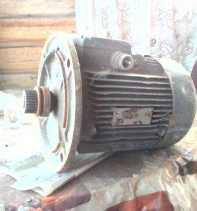 Двигатель асинхронный АИР90LB8уз