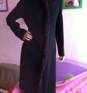 Пальто с меховым кантом, черное