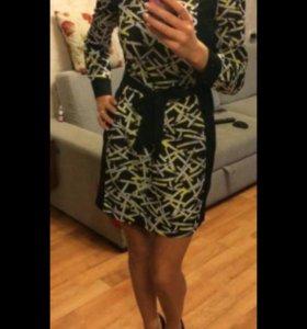 Платье с длинными рукавами и принтом