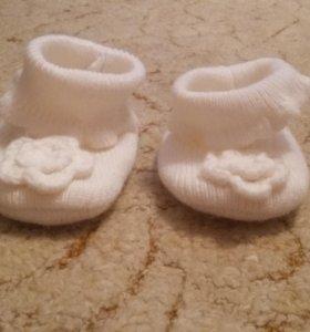 Пинетки, царапки, носочки для новороженных.