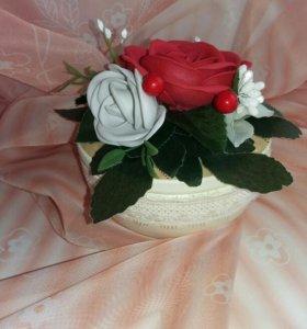 Шкатулка ручной работы ,  цветы сделаны вручную из