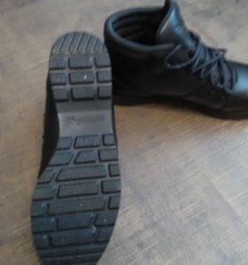 Ботинки адидас зимние 42р.