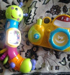 Игрушки фотоаппарат и гусенечка