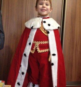 Новогодний костюм короля.