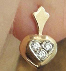 Серьги золотые сердечки с фианитами.