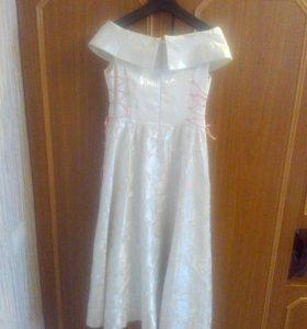Платье длинное (по бокам завязки, регулируются)
