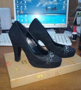 Замшевые туфли р.35