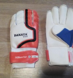Футбольные перчатки вратаря