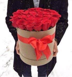 Коробка алых роз
