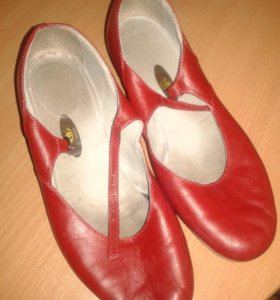 Продам танцевальные туфли.