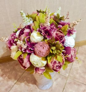 Цветочная композиция из мыла и искусственных цвето