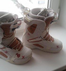 Сноубордические ботинки 35 р.
