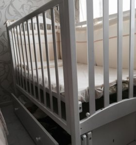 Детская кроватка+матрас+бортики.