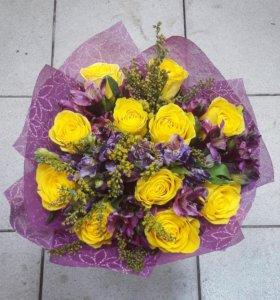 Букет с альстромерией и розами
