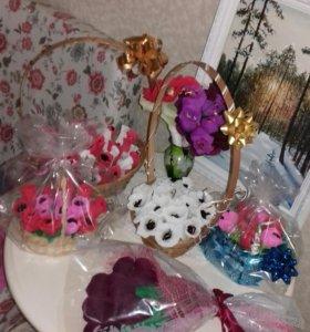 Букеты корзины с цветами сладкие