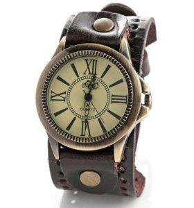 Новые кварцевые часы на широком кожаном браслете