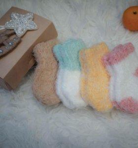 Пушистые носочки для новорожденных