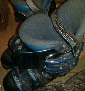 Горнолыжные ботинки .