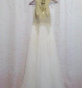Новое эксклюзивное вечернее платье .Возможен торг