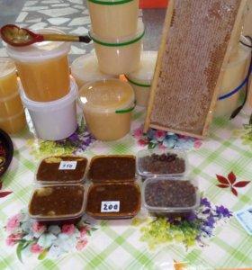 Мёд, восковая моль,перга.
