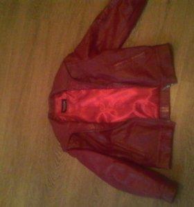 Куртка осенняя красная в хорошем состоянии